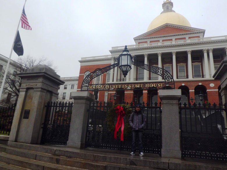 di depan Massachusetts State House