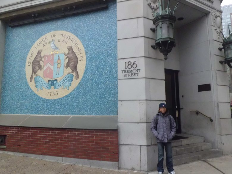 di depan Grand Lodge of  Massachusetts