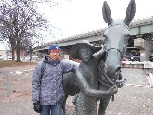 untung saja suami ngga langsung menaiki kuda ini