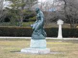 patung di area depan museum