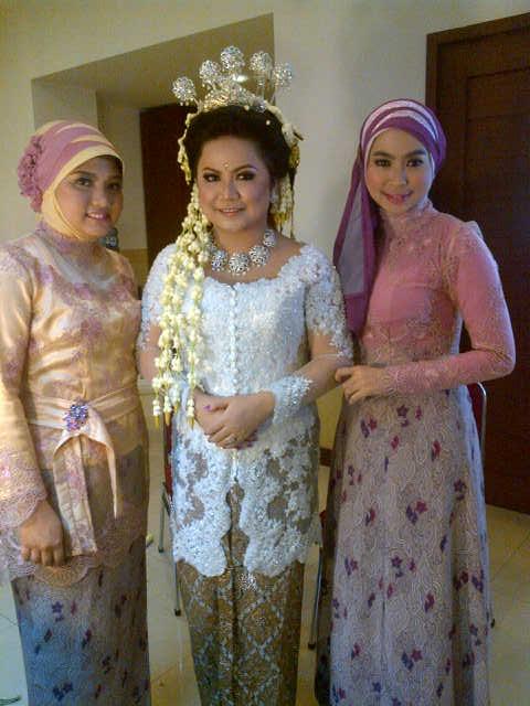 bersama Agnes, sang pengantin