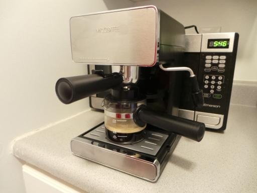 horee.. espresso-nya mulai keluar