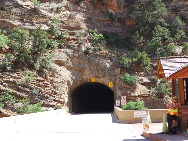 zooming in si terowongan
