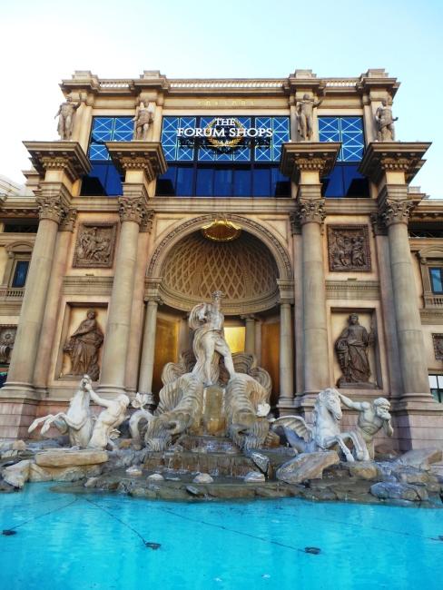 Trevi Fountain bohongan