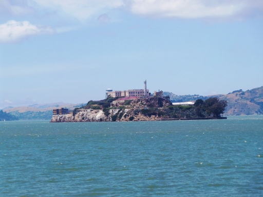 Alcatraz dari jauh