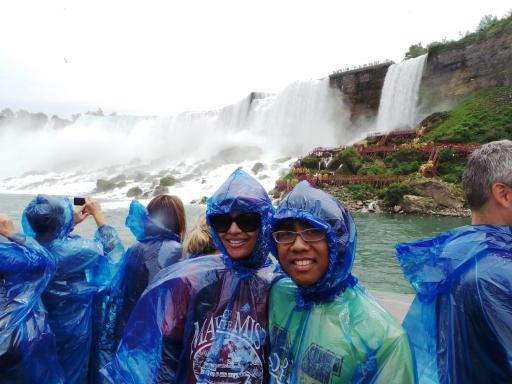American Falls ada di belakang kami